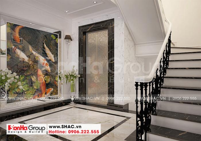 Không gian sảnh thang lên các tầng được bố trí thoáng đãng và đẹp mắt