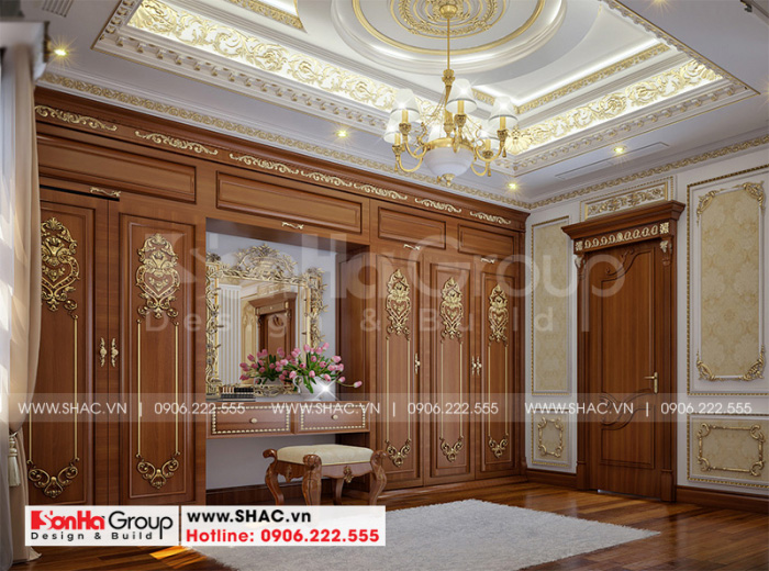 Khu thay đồ với thiết kế nội thất gỗ cao cấp được bố trí khoa học trong không gian phòng ngủ