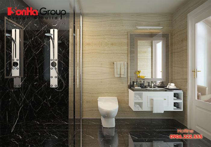 Giải pháp sử dụng khu tắm kính, vệ sinh và bồn rửa mặt thiết kế đơn giản sẽ tiết kiệm diện tích sử dụng cho mẫu phòng vệ sinh