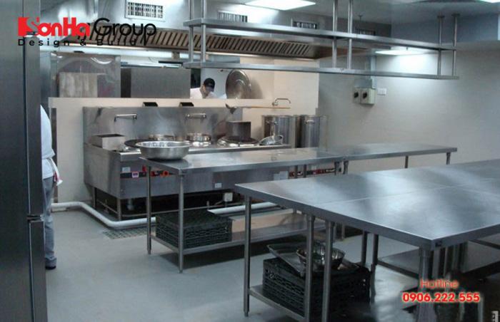 Khi thiết kế bếp khách sạn khu chế biến thực phẩm phải được lắp đặt một cách khoa học, chuyên nghiệp