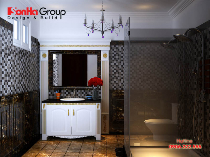 Mẫu phòng vệ sinh kiểu cổ điển tiện ích dành cho nhà phố với điểm nhấn nhá của họa tiết châu Âu vô cùng bắt mắt