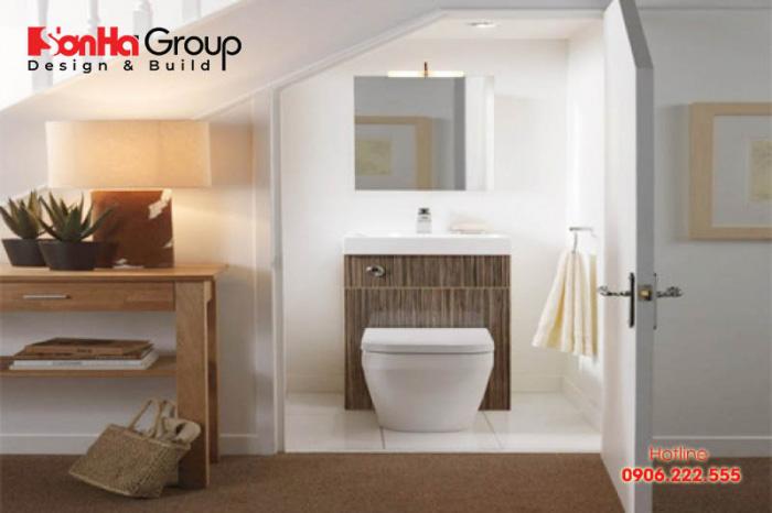 Nếu phòng vệ sinh đối diện với phòng bếp, phòng ngủ thì bạn nên sử dụng vách ngăn phòng bếp để ngăn cách hai không gian