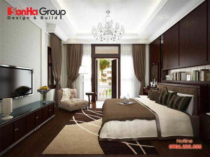 Nội thất gỗ cao cấp được sử dụng chủ đạo làm tăng thêm sự sang trọng cho không gian phòng ngủ biệt thự tân cổ điển