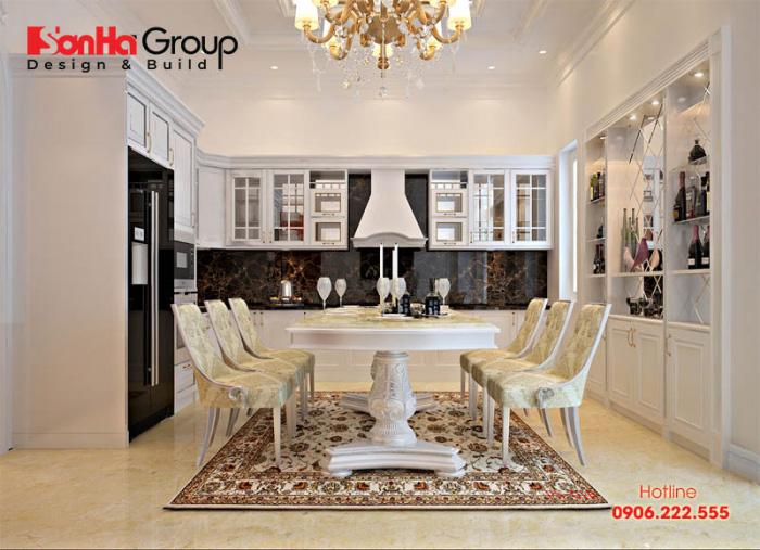 Nội thất phòng bếp ăn của biệt thự hiện đại với tone màu sáng, bàn ghế ăn nội thất gỗ đẹp, ấm cúng