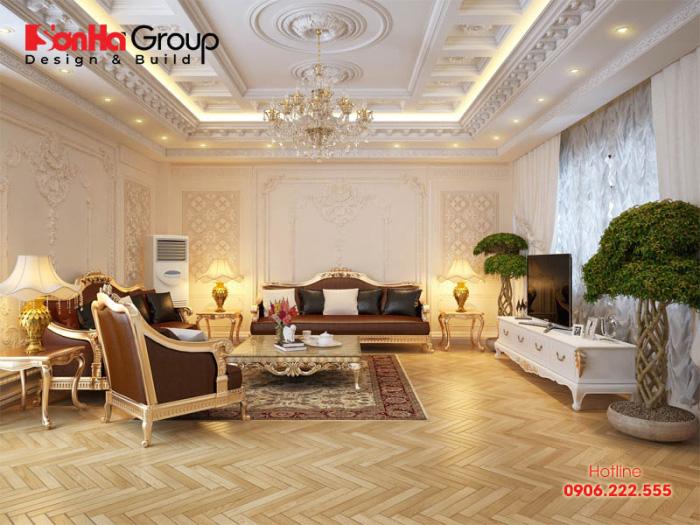 Sử dụng tone màu vàng chủ đạo làm tôn lên vẻ đẹp sang trọng và đẳng cấp hoàng gia cho không gian phòng khách biệt thự cổ điển