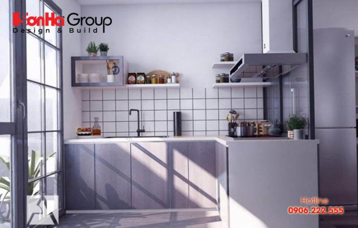 Thay vì cất trên tủ bếp cao, bạn có thể để luôn một số dụng cụ cần thiết khi nấu ăn để dễ dàng lấy khi cần mà chẳng mất công tìm kiếm