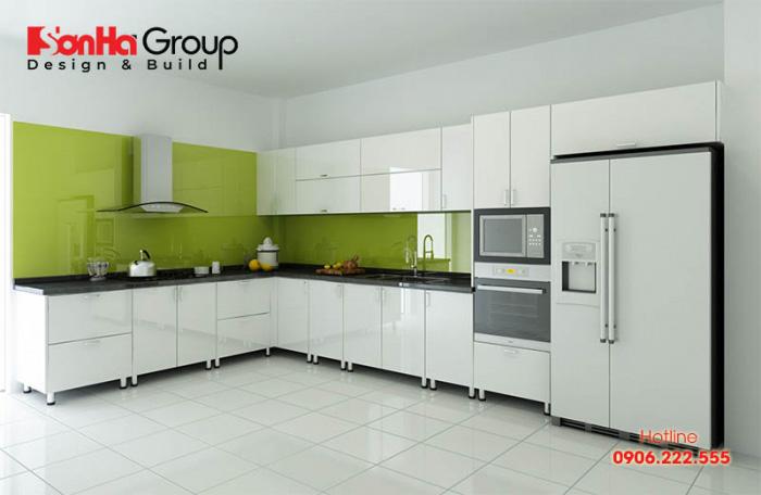 Tủ bếp bao gồm kệ bếp dưới, cộng với phần tủ bếp treo trên cao