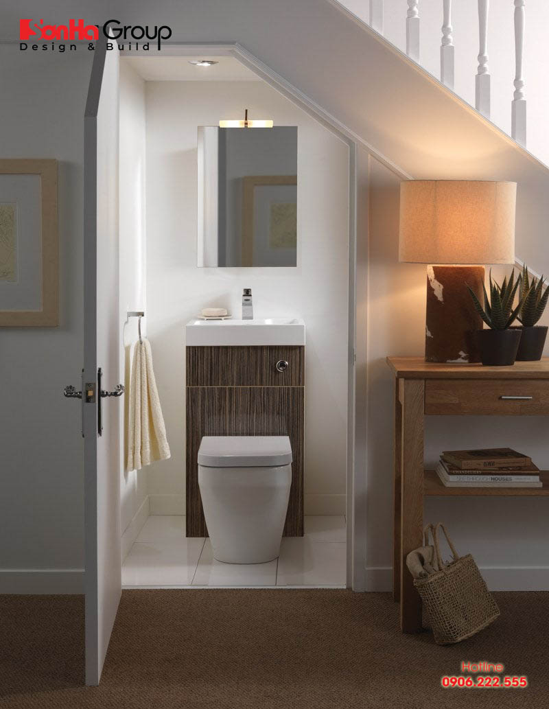 Xét về yếu tố phong thủy thì thiết kế nhà vệ sinh dưới gầm cầu thang hoàn toàn không có lợi