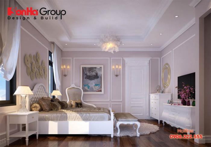 Ở diện tích khiêm tốn không quá rộng rãi của căn phòng ngủ này, phương án bày trí nội thất ngăn nắp, tận dụng không gian đem lại sự hoàn hảo cho cả căn phòng