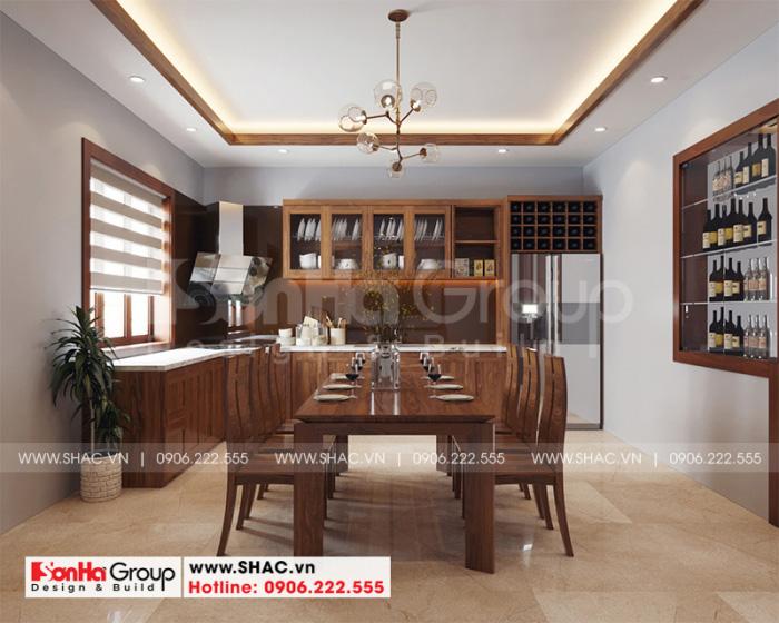 Không gian bếp ăn được trang trí tủ bếp gỗ cùng bộ bàn ăn đẹp mắt