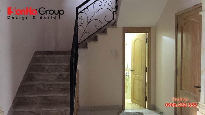 Bố trí nhà vệ sinh dưới gầm cầu thang cần đảm bảo kích thước tiêu chuẩn