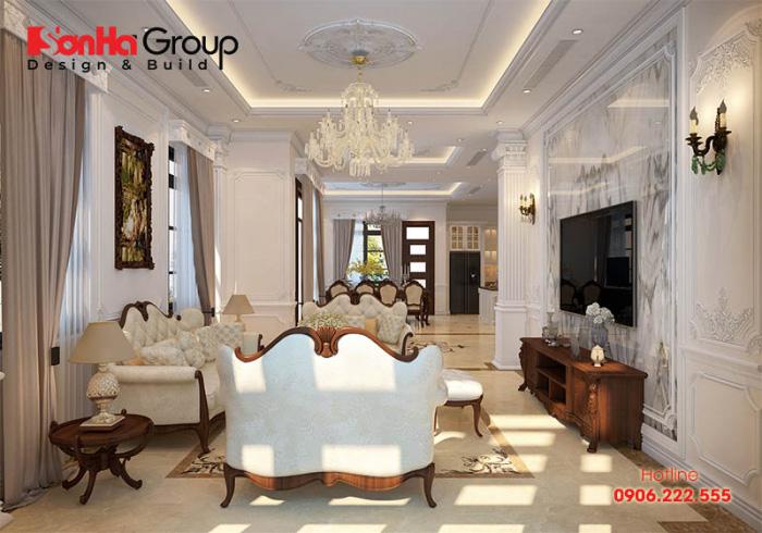 Căn phòng ăn và bếp, phòng khách phong cách cổ điển được bố trí ngăn nắp, hợp phong thủy của chủ nhân rất hoàn hảo