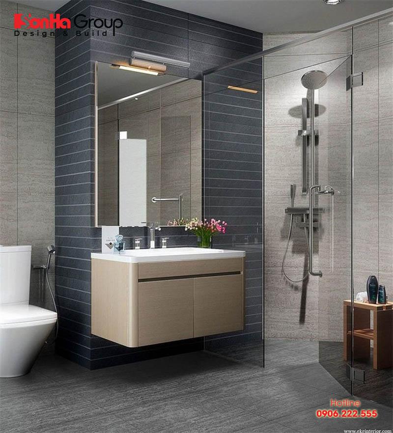 Căn phòng tắm nhỏ kết hợp vệ sinh ngăn nắp dành cho nhà ống hiện đại