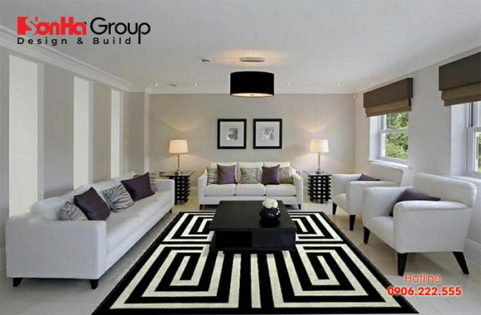 Gam màu trắng ánh xám tạo cảm giác sang trọng và nhã nhặn cho không gian phòng khách