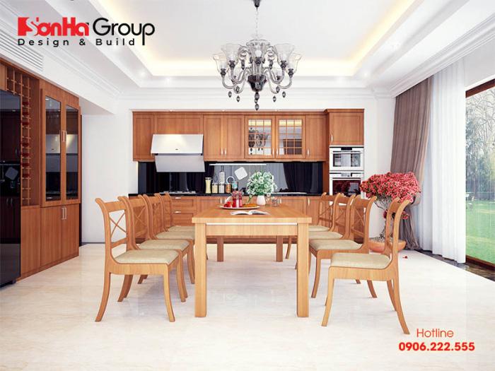 Ý tưởng bày trí nội thất phòng bếp ăn tiện nghi và ấm cúng với vật liệu gỗ công nghiệp bề thế, sang trọng