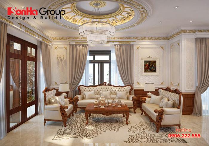 Không gian phòng khách tân cổ điển có thiết kế nội thất cầu kỳ, tinh xảo, vật kiệu gỗ tự nhiên được sử dụng làm tăng thêm sự sang trọng, đẳng cấp cho căn phòng