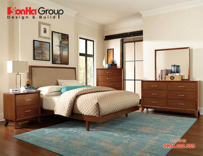 Phòng ngủ với nội thất đơn giản nhưng không hề kém nổi bật nhờ tấm thảm phong cách retro