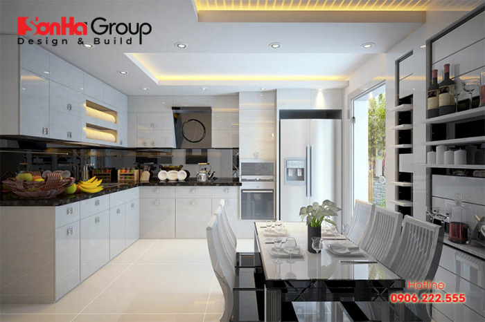 Thiết kế phòng bếp hướng ngoại tận dụng triệt để nguồn sáng sáng tiện nhiên cho không gian ẩm thực gia đình