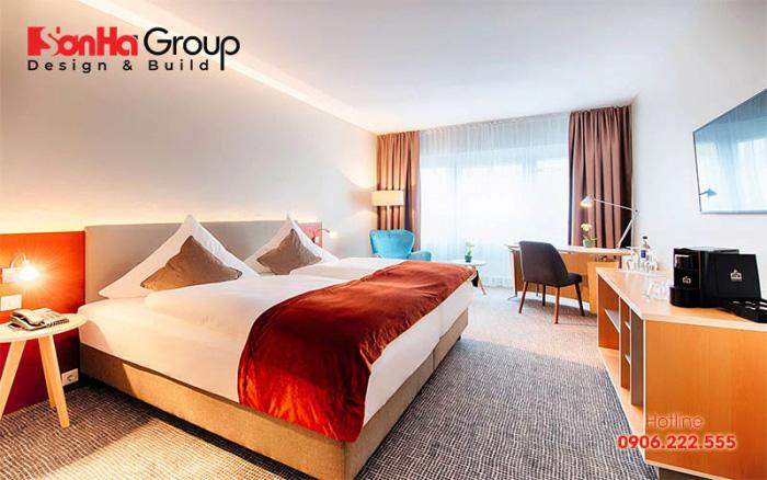 Căn phòng ngủ khách sạn 4 sao có thiết kế hài hòa từ màu sắc, đồ nội thất