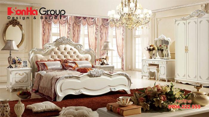 Căn phòng ngủ kiểu hoàng gia với gam màu trắng hồng chủ đạo mang đến vẻ đẹp sang trọng mà ngọt ngào