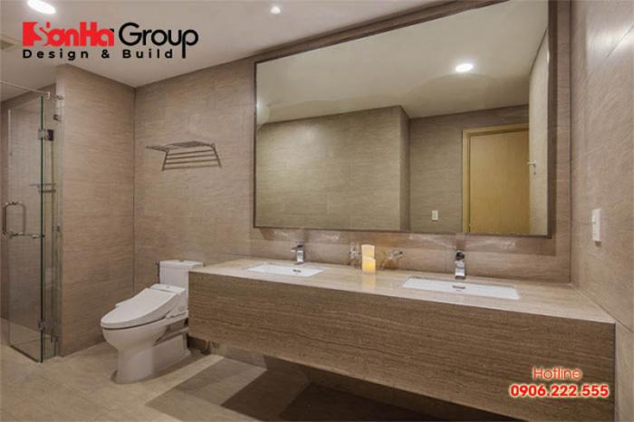 Cửa phòng tắm được đặt đối diện với cửa phòng ngủ, giường ngủ sẽ cản trở các luồng sinh khí cũng như tài lộc vào căn phòng