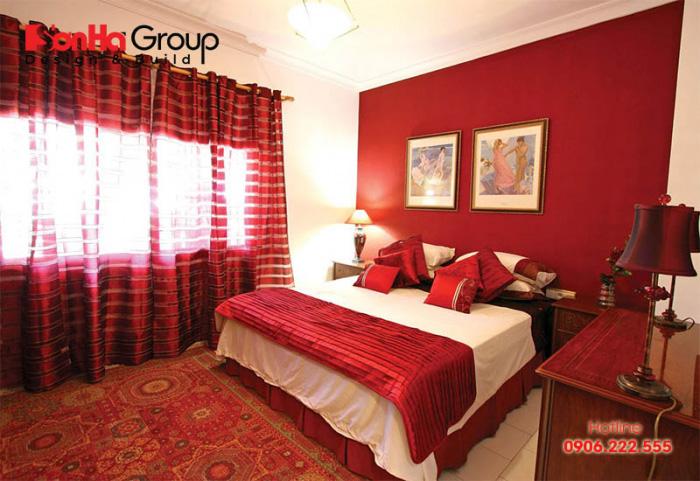 Hạnh phúc ngập tràn với phòng ngủ màu đỏ đầy lãng mạn