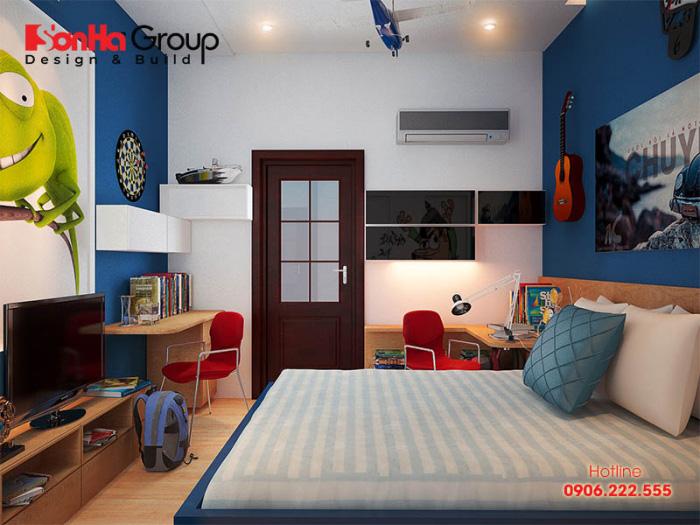 Không gian phòng ngủ dành cho bé trai khá rộng rãi với cách thiết kế nội thất ấn tượng được tạo hình độc đáo bắt mắt xu hướng rất được ưa chuộng hiện nay