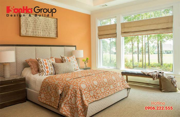 Mẫu phòng ngủ màu cam với nội thất hiện đại, đơn giản mà nhẹ nhàng