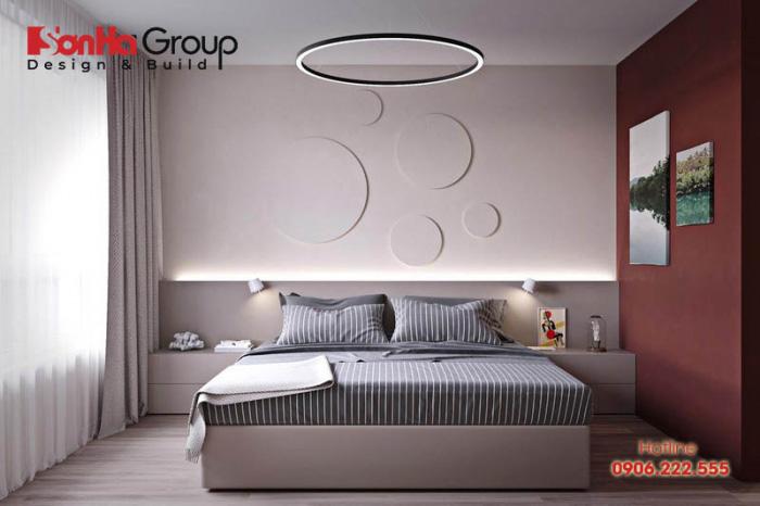 Nếu không thích trang trí đầu giường bằng màu đỏ, hãy thử chuyển trọng tâm sang một bức tường liền kề