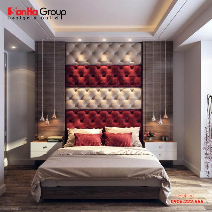 Sử dụng đầu giường và gối màu đỏ xua tan cảm giác nhàm chán cho căn phòng