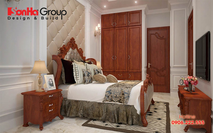 Sử dụng kết hợp nội thất gỗ đồng màu, kiểu dáng từ giường ngủ, tủ quần áo đến bàn trang điểm đem đến một bố cục thống nhất, đồng đều hơn trong căn phòng