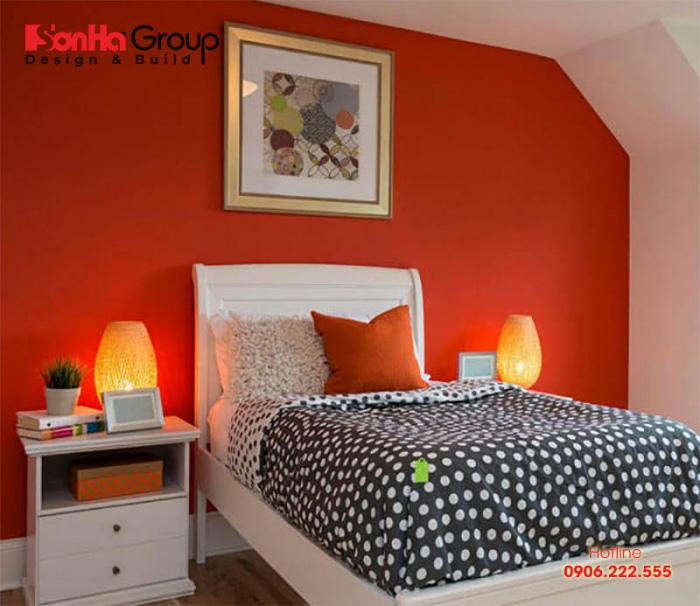 Trang trí phòng ngủ màu da cam giúp tạo cảm giác ấm cúng, thoải mái cho cả căn phòng, từ đó kích thích cuộc sống phát triển