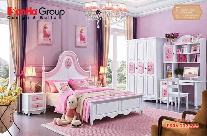 Với tông màu hồng phấn nhẹ nhàng kết hợp với màu đỏ quyến rũ giúp làm tăng thêm vẻ cuốn hút cho căn phòng ngủ kiểu công chúa