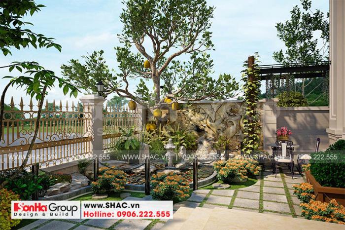 Khu vực sân vườn biệt thự tân cổ điển tại Hà Nội được bố trí hài hòa
