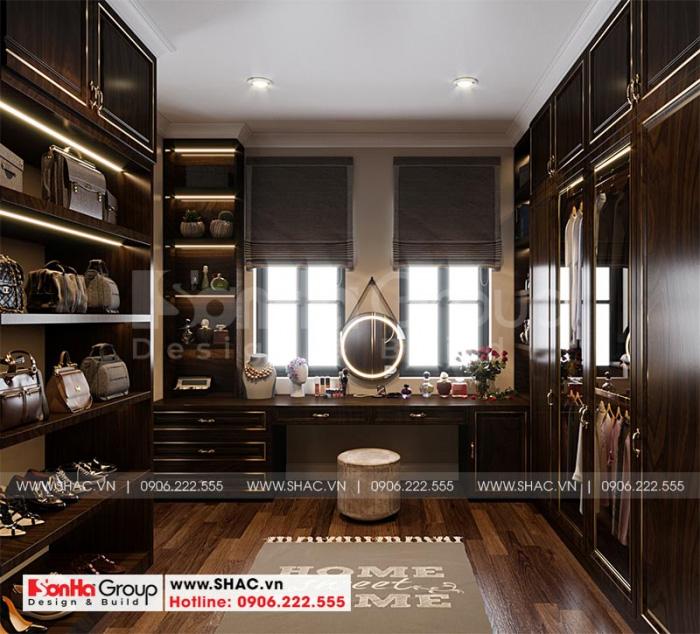 Khu thay đồ có thiết kế nội thất gỗ cao cấp bố trí khoa học trong không gian phòng ngủ master
