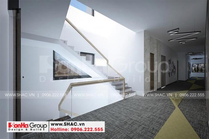 Không gian sảnh thang các tầng được thiết kế rộng rãi, ánh sáng hài hòa