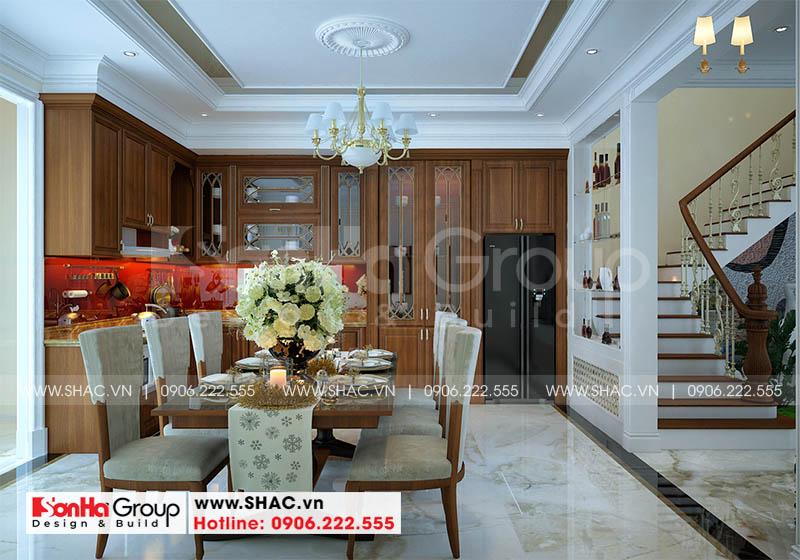 Thiết kế phòng bếp sang trọng với tủ bếp chữ L và bộ bàn ăn cao cấp