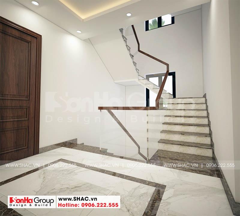 Thiết kế nội thất sảnh thang đẹp kết hợp kinh và gạch ốp lát nhập khẩu