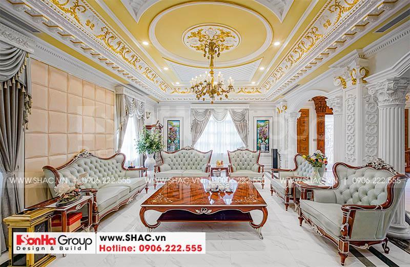 Không gian phòng khách phong cách hoàng gia châu Âu của biệt thự đẹp