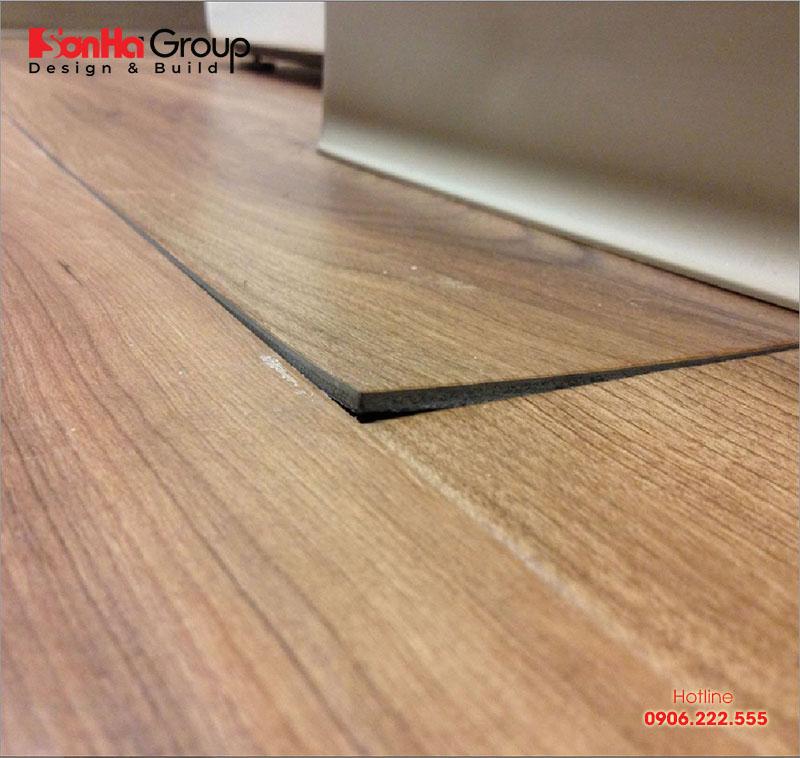 Phồng rộp có thể xả ra với cả sàn gỗ công nghiệp và sàn gỗ tự nhiên