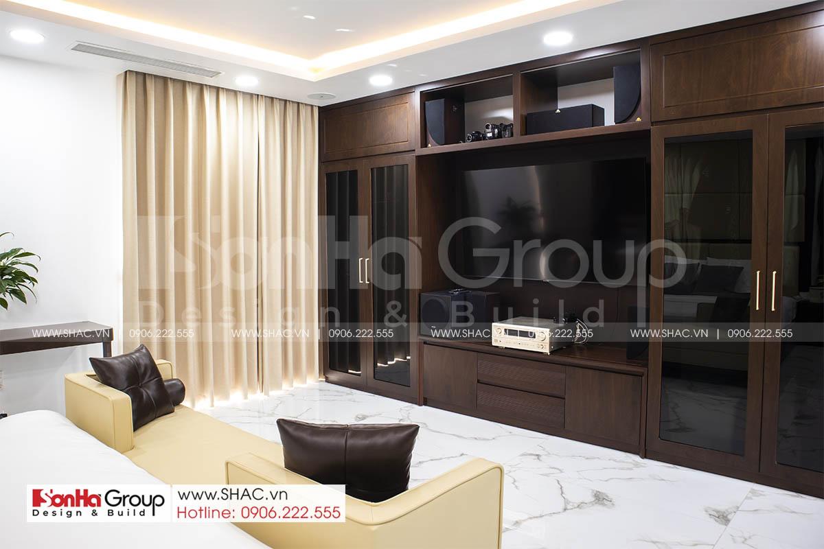 Không gian sang trọng trong phòng ngủ master nhà phố Hải Phòng